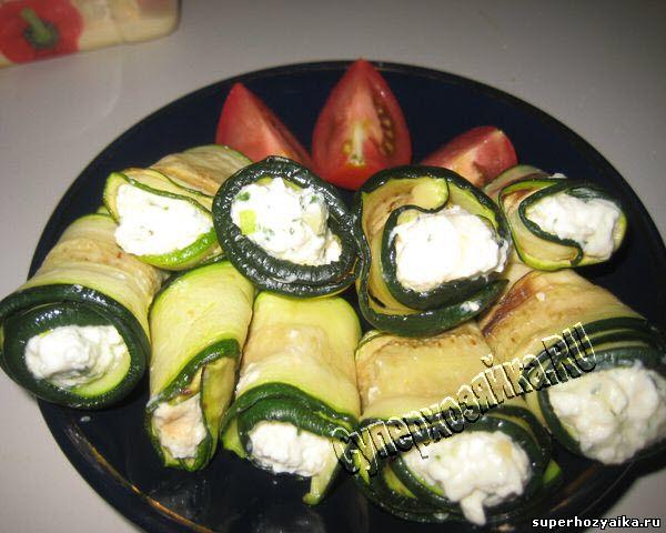 Рулеты из кабачков с греческим сыром