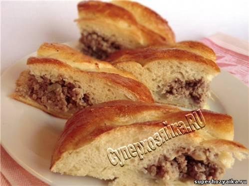 Пирог с мясным фаршем и картофелем