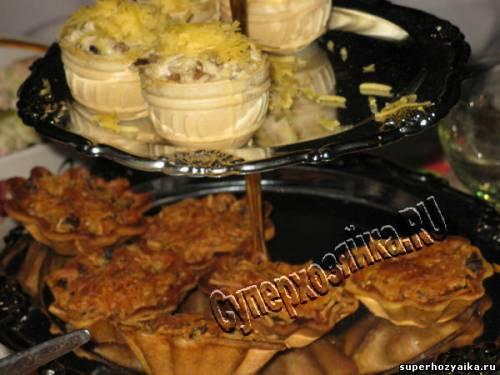 Закуска с курицей и грибами