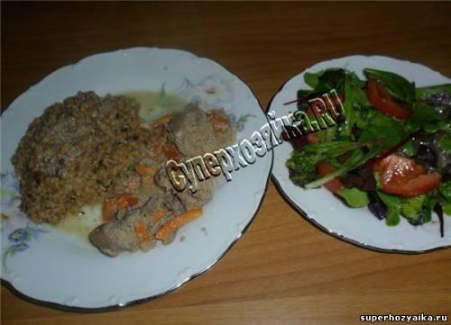 Печень кролика с гречкой и салатом
