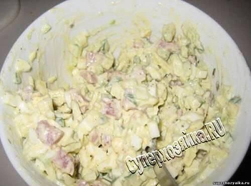 Салат из авокадо и ветчины