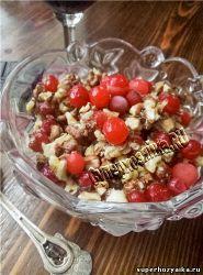 Салат с клюквой и орехами