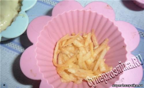 Кексы с яблоками в силиконовых формочках