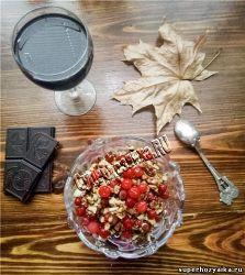 Салат с орехами и клюквой