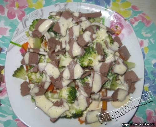 Праздничный стол, салат с сердцем