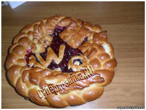 Домашний пирог с брусникой