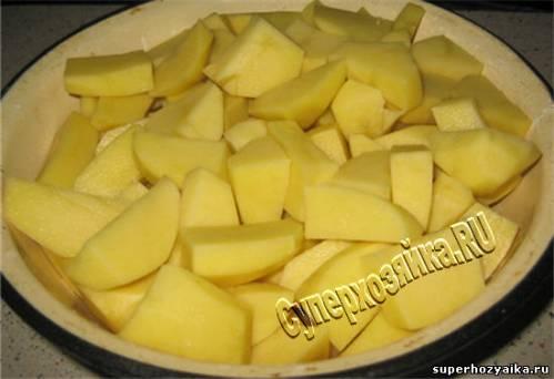 Картошка с мясом в духовке в горшочке