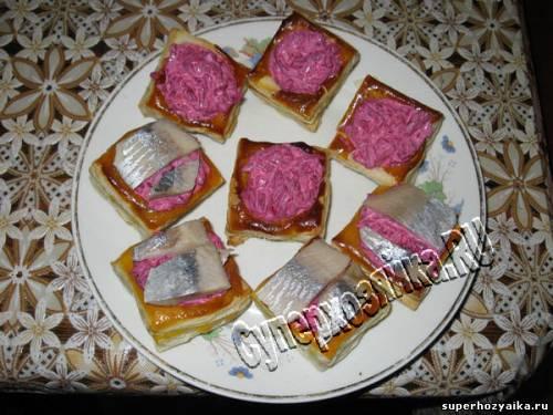 Закуска с сельдью и чесноком