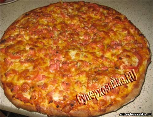 Пицца с колбасой и сыром - рецепт с фото