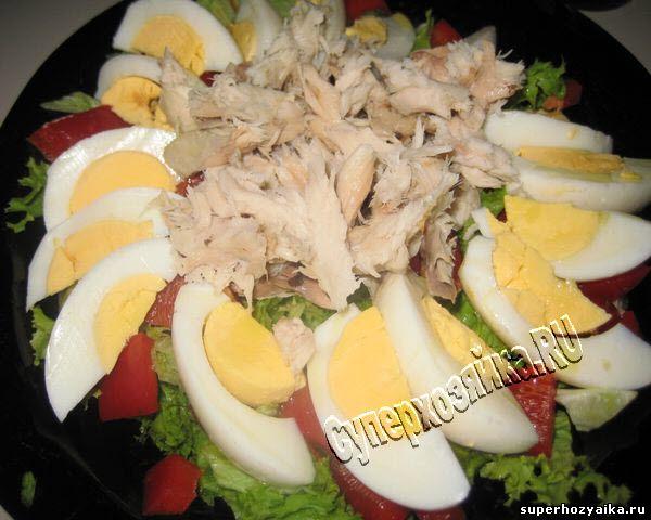 Легкий салат с копченой скубрией