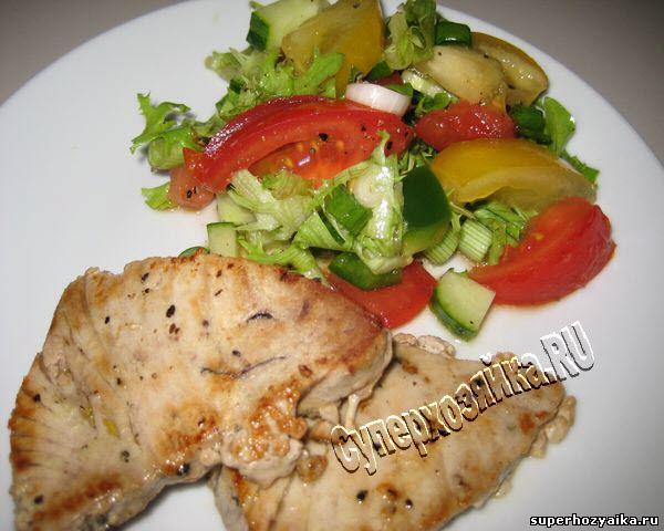 Салат с куриной копченой грудкой и виноградом рецепт с фото