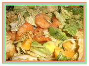 Салат с курицей. Салат с креветками. Рецепт салата с курицей, креветками и авокадо под ореховым соусом