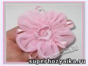 Цветок из ткани своими руками. Как пошить многослойный цветок из шифона и атласа, мастер-класс с фото