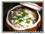 Блюда в горшочках. Курица на ужин. Запеченная курица с грибами в сметанном соусе...