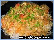 Курица по-тайски. Курица в кокосовом молоке с карри. Рисовая лапша с курицей карри. Рецепт куриного карри